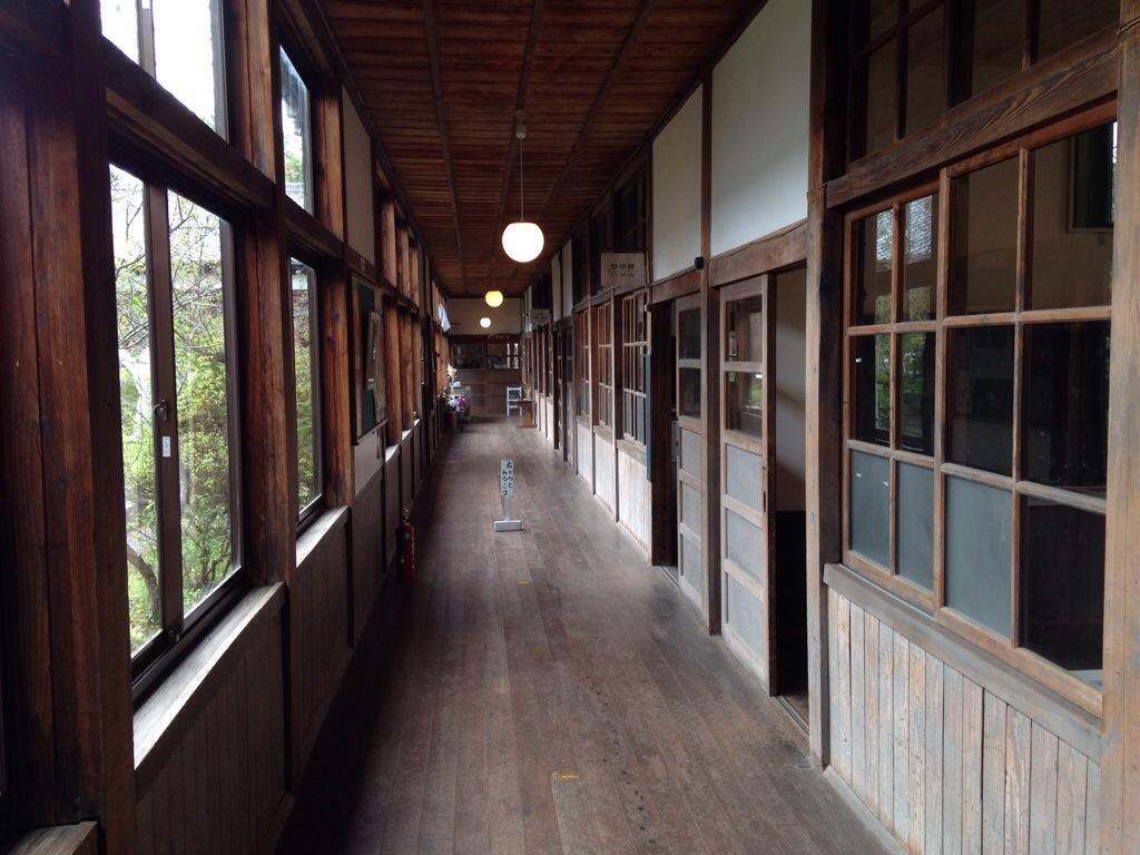 cafe ねこぱんの廊下